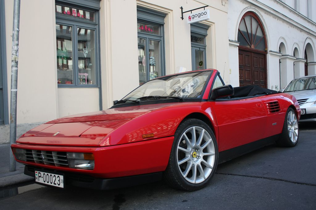 Classic convertible model Ferrari Mondial, sports model ferrari, Ferrari Mondial luxury car
